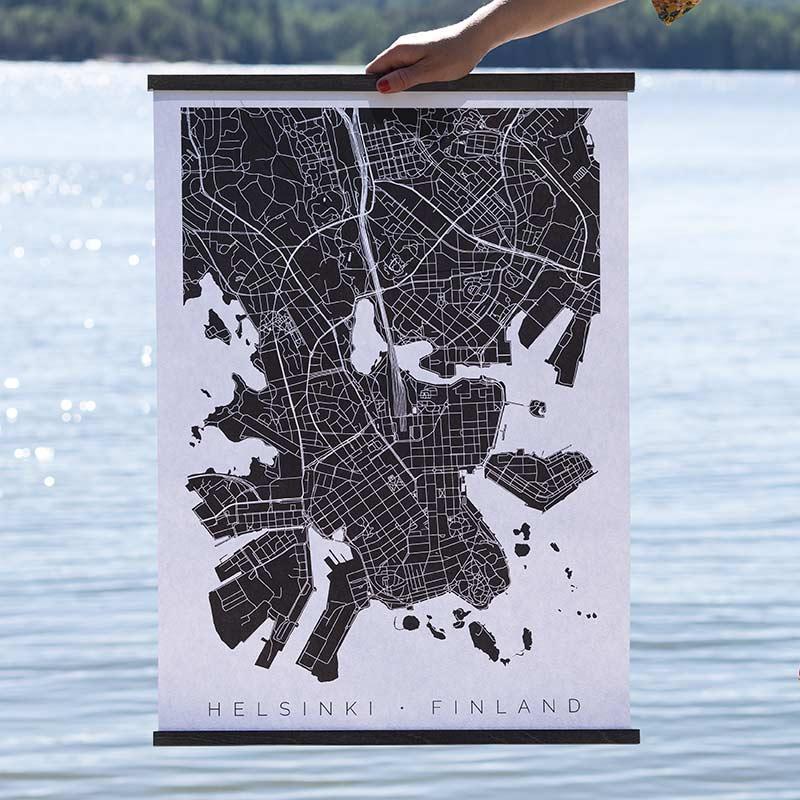 Helsinki-juliste puukiinnikkeissä